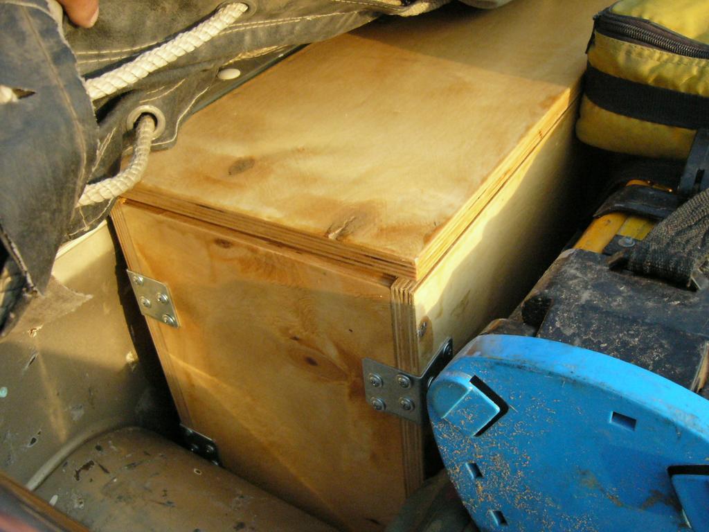 Ящик для инструментов и запчастей